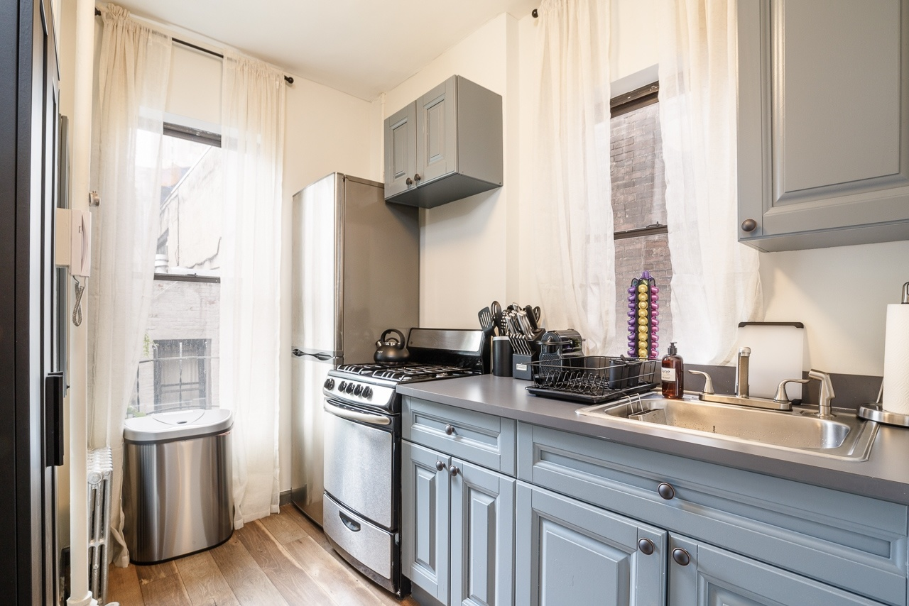 image 7 Furnished room to rent in Midtown-West, Manhattan 3 bedroom Apartment