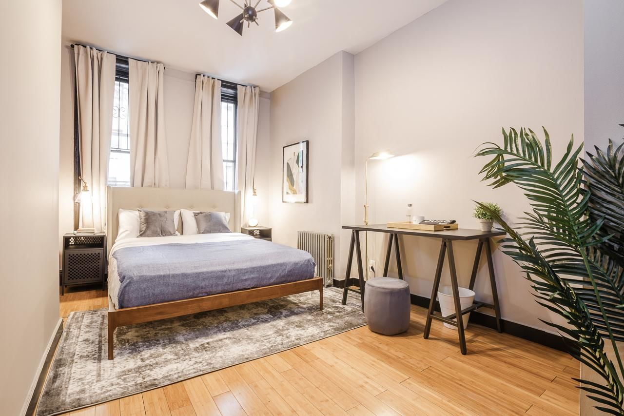 image 4 Furnished room to rent in Midtown-West, Manhattan 3 bedroom Apartment