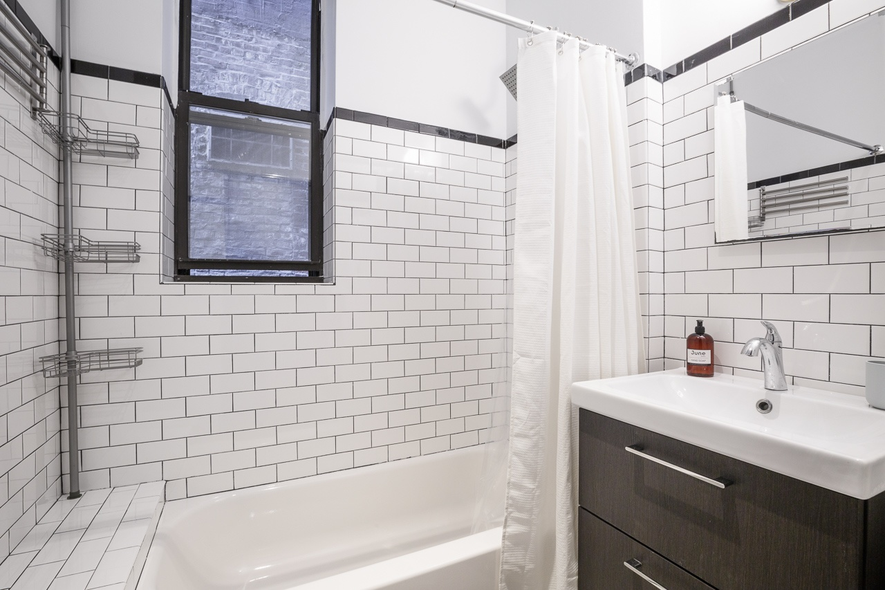 image 9 Furnished room to rent in Upper East Side, Manhattan 4 bedroom Apartment