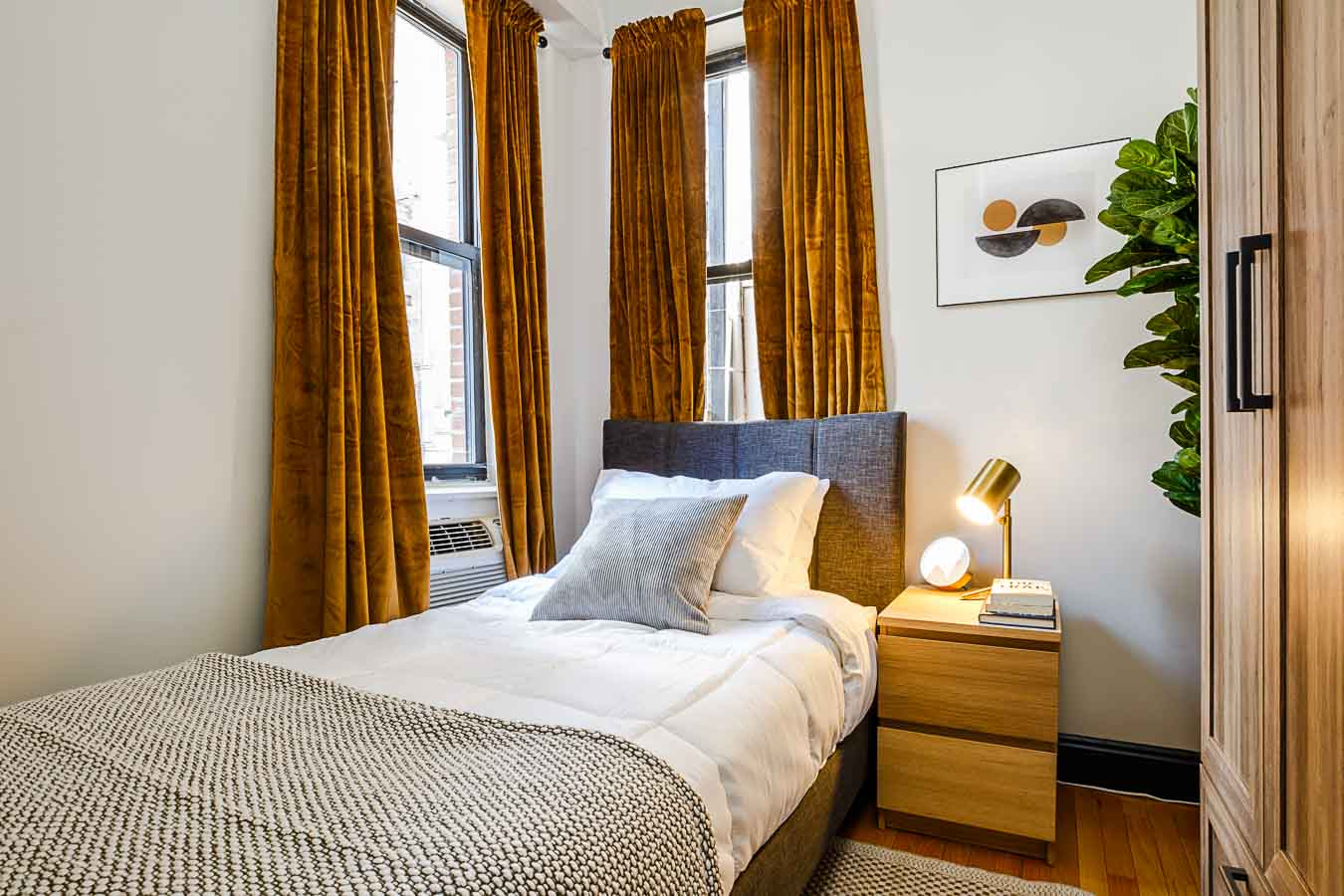 image 2 Furnished room to rent in Hells Kitchen, Manhattan 3 bedroom Apartment