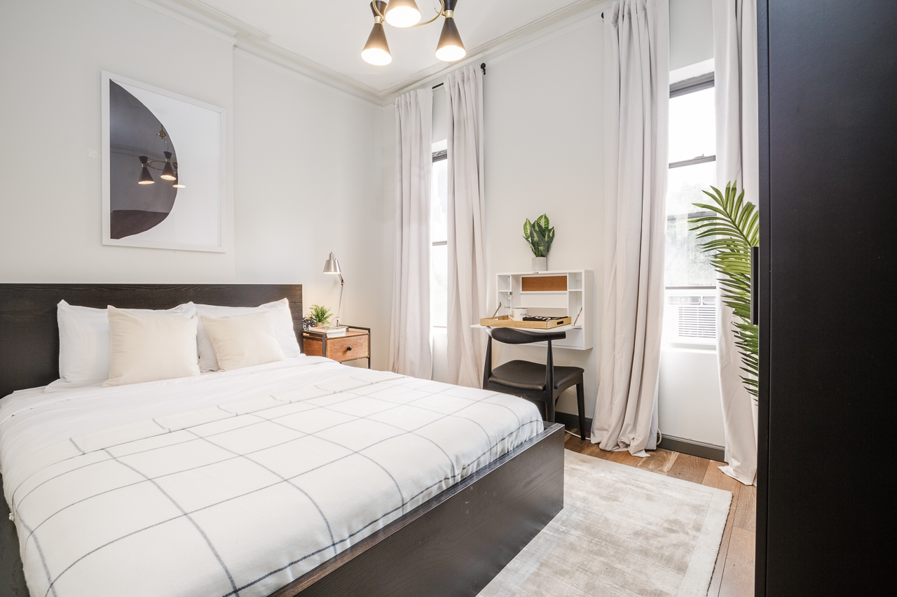 image 1 Furnished room to rent in Midtown-West, Manhattan 3 bedroom Apartment