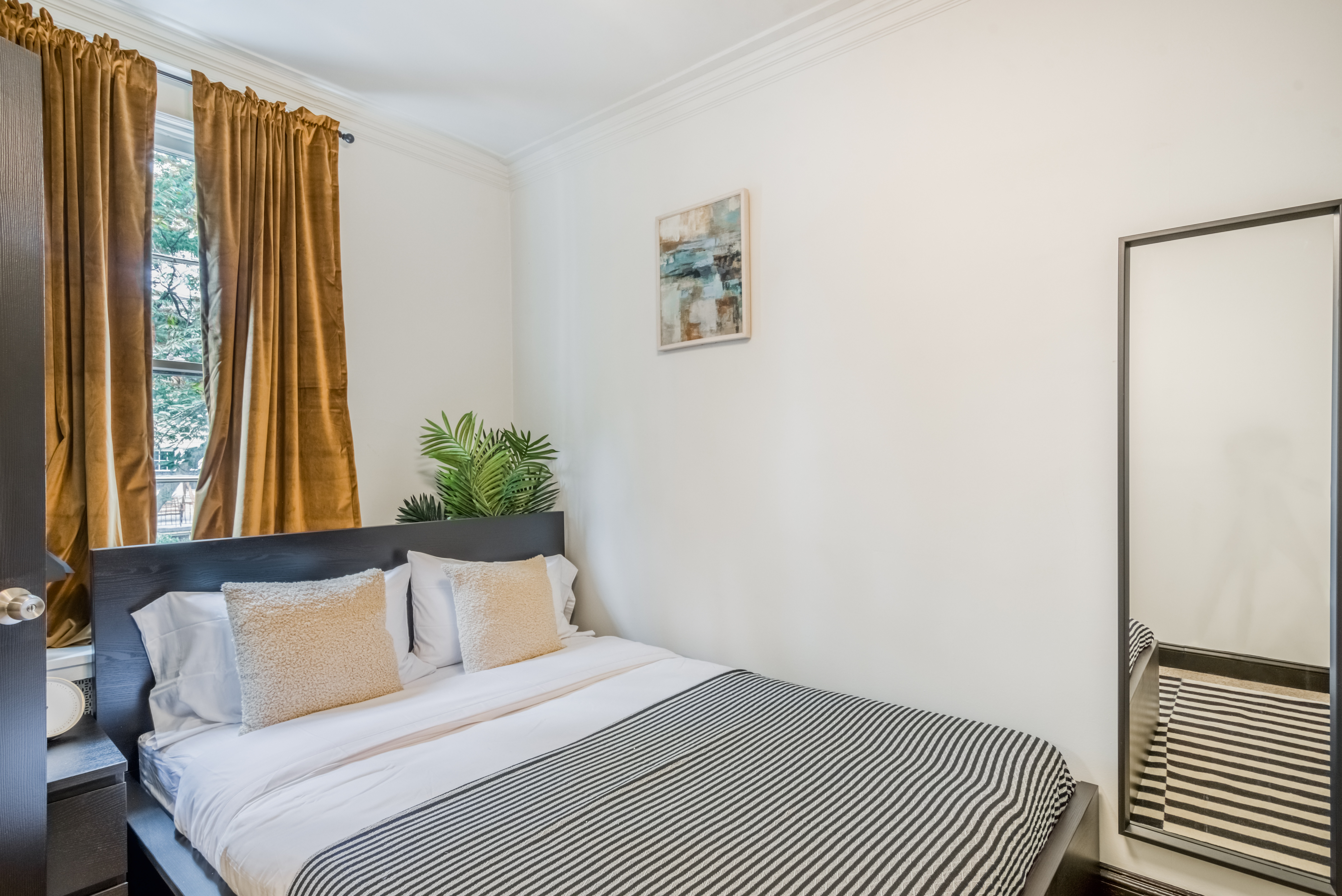 image 2 Furnished room to rent in Forest Hills, DC Metro 5 bedroom Apartment
