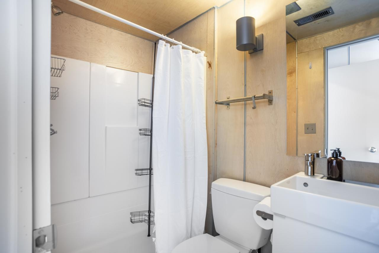 Photo of Full Room 4A w/Private Bathroom (can be furnished and unfurnished) room June Homes
