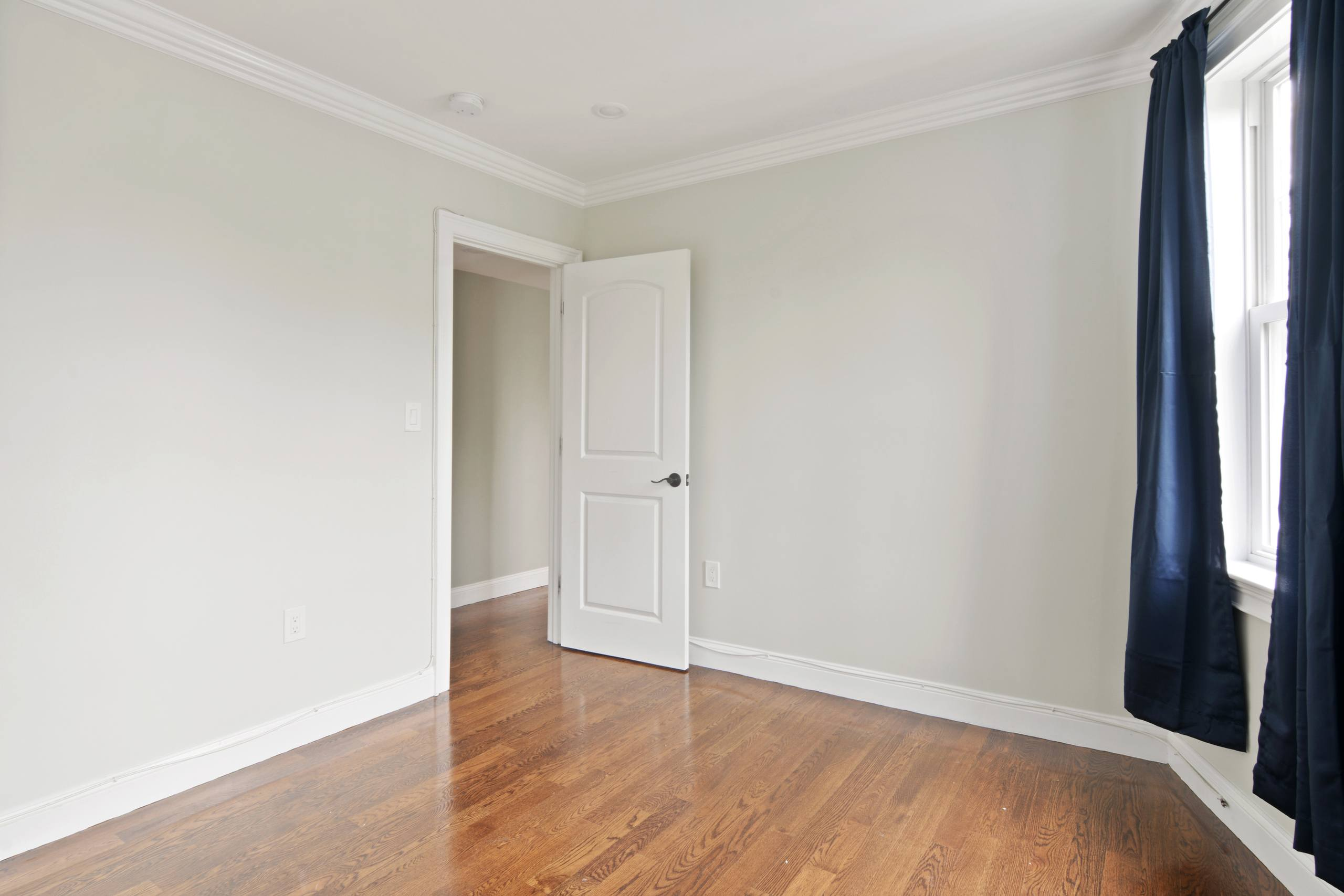 Photo of Queen room B (can be furnished or unfurnished) room June Homes