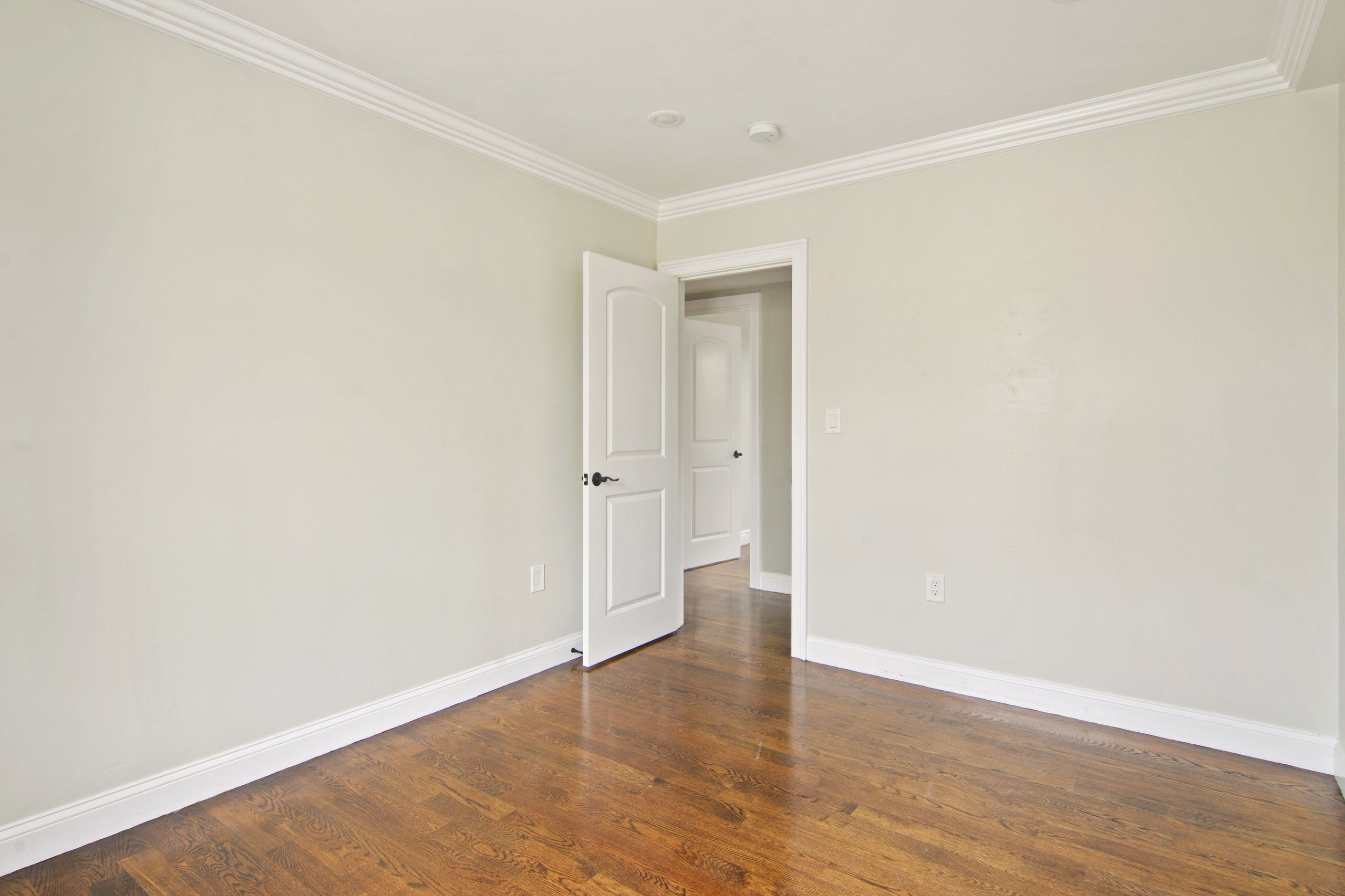 Photo of Queen room A (can be furnished or unfurnished) room June Homes