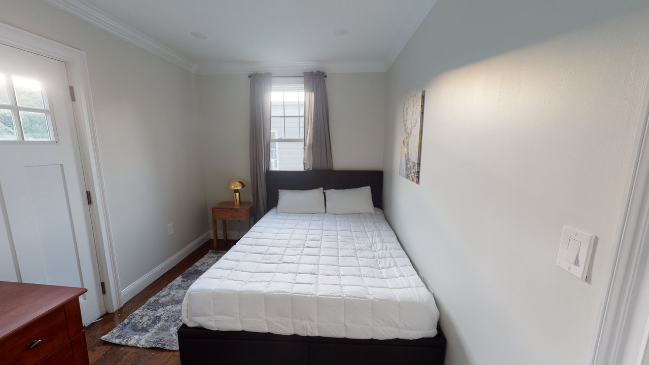 Photo of Queen room E (can be furnished or unfurnished) room June Homes