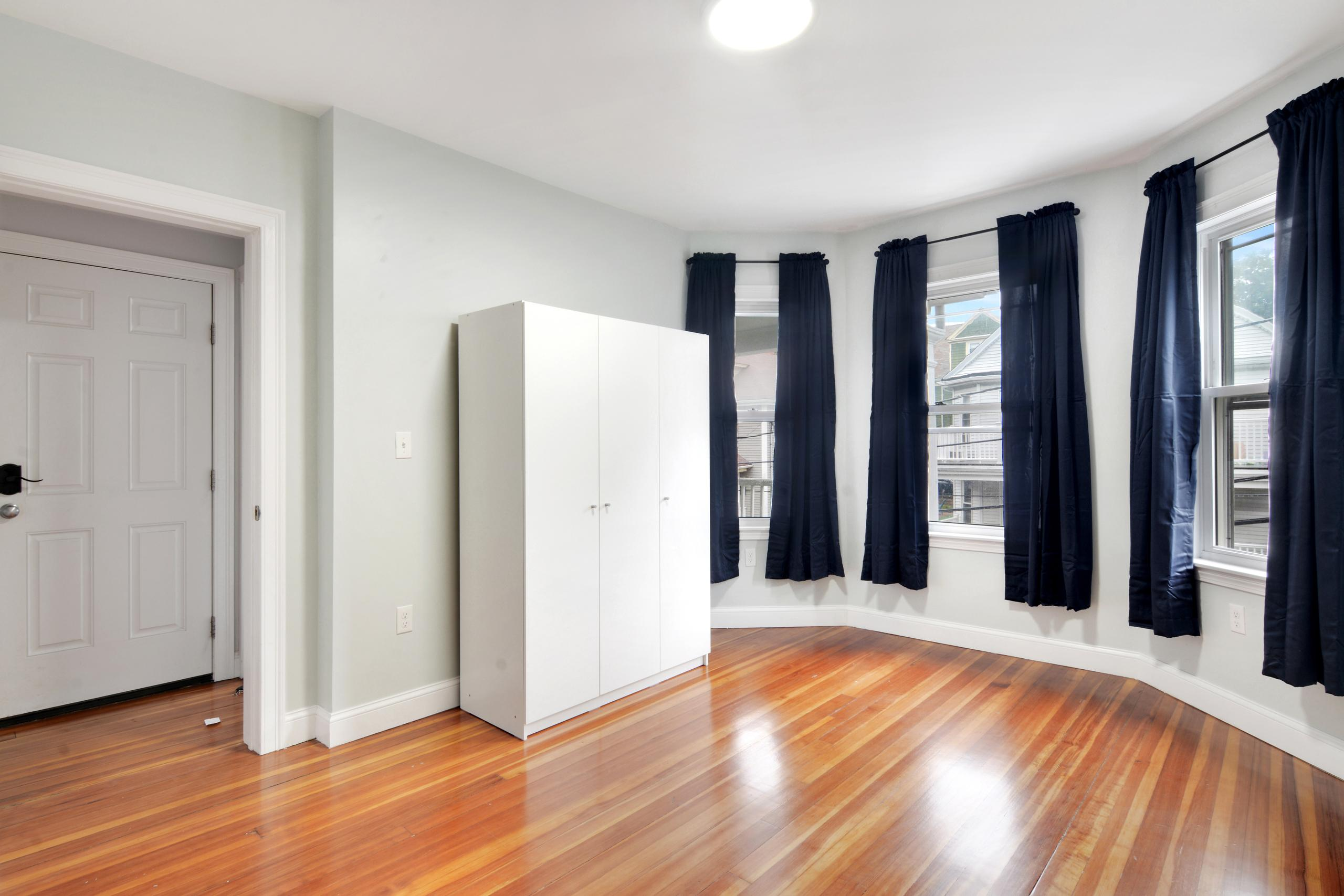 Photo of Queen Room D (can be furnished or unfurnished) room June Homes