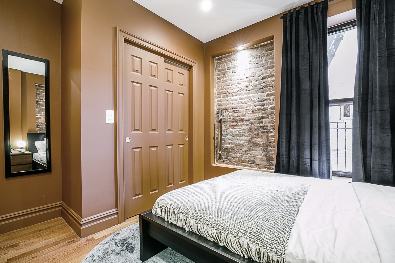 Photo of Queen Room A w/Private Bathroom room June Homes