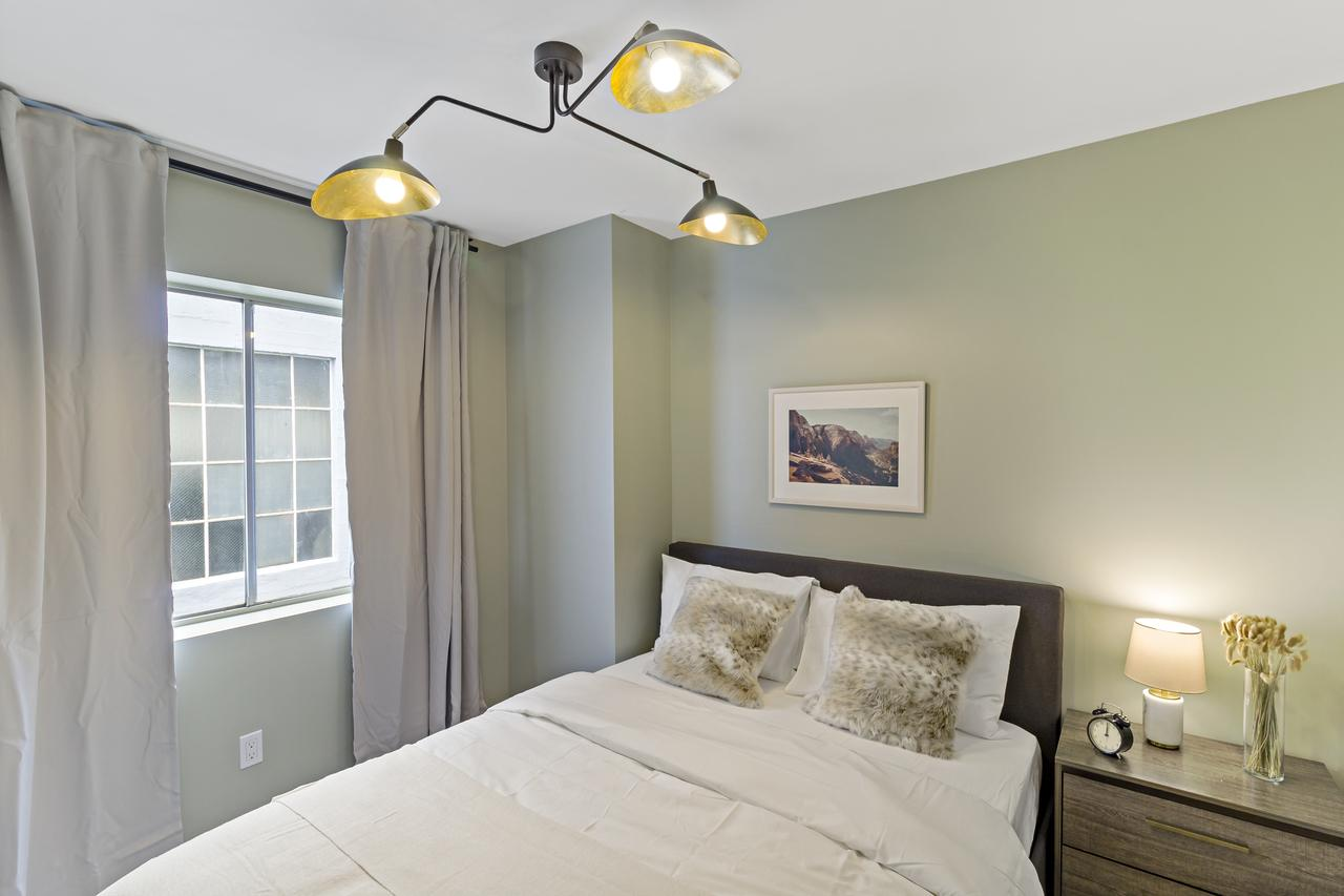Photo of Queen Room D w/Private Bathroom room June Homes