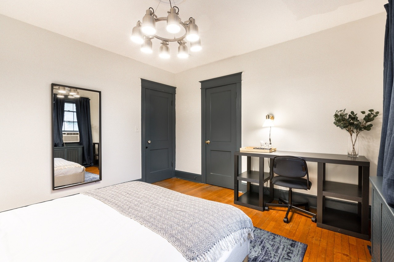 Photo of Queen Room C w/Private Bathroom room June Homes